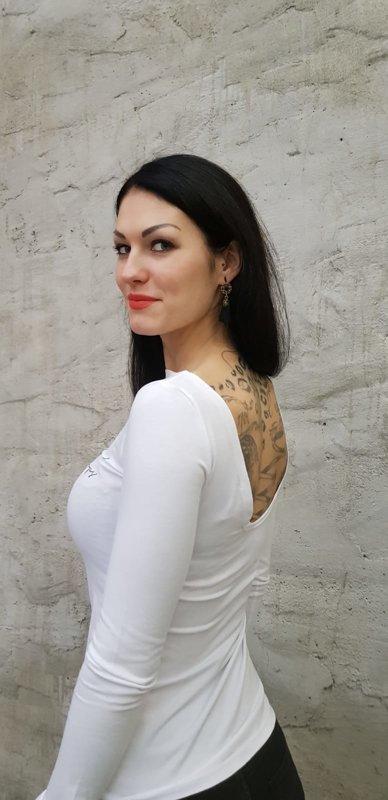 Облегающий топик с овальным вырезом на спине и удлинёнными рукавами  Белый